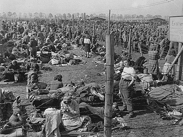 Женский сектор лагеря для военнопленных у Регенсбурга.
