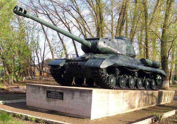 с. Горькая Балка Советского р-на. Памятник погибшим танкистам.