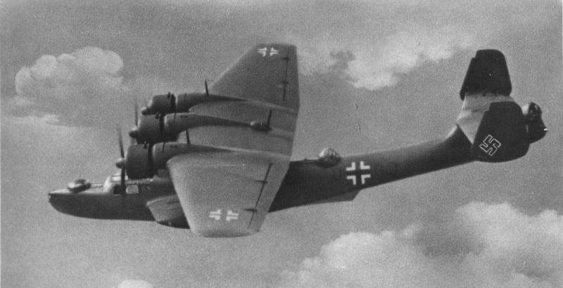 Немецкая поисково-спасательная летающая лодка Дорнье Do.24N-1 в полете.1940 г.