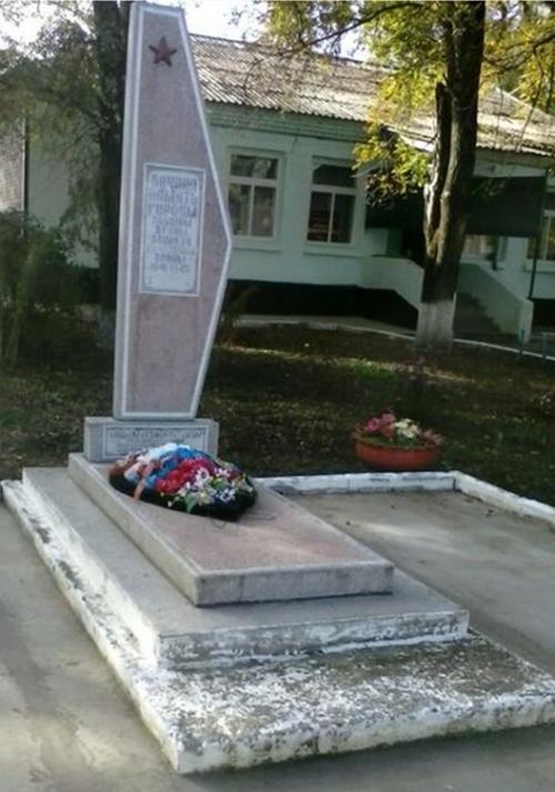 х. Румяная балка Новоалександровского р-на. Могила неизвестного солдата.