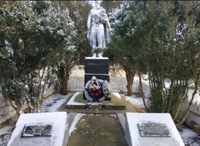 с. Балахоновское Кочубеевского р-на. Братская могила советских воинов.