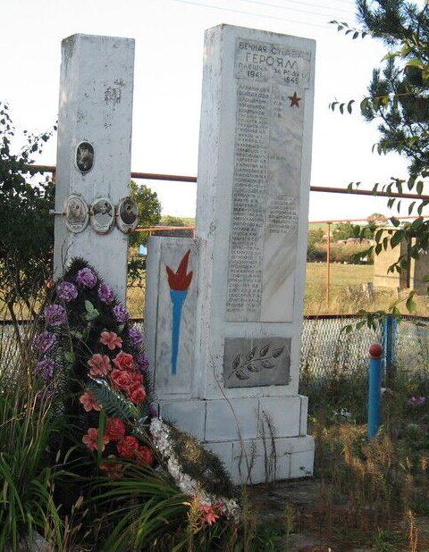 х. Барсуковский Кочубеевского р-на. Памятник погибшим воинам в годы войны.
