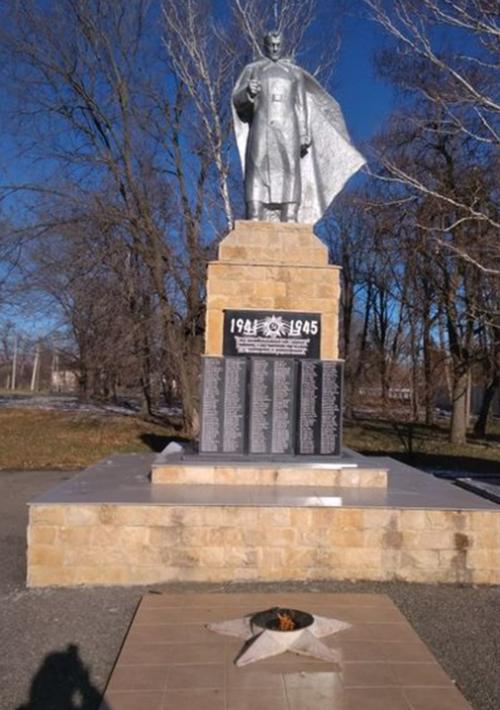 ст-ца. Барсуковская Кочубеевского р-на. Памятник землякам, погибшим в годы войны.