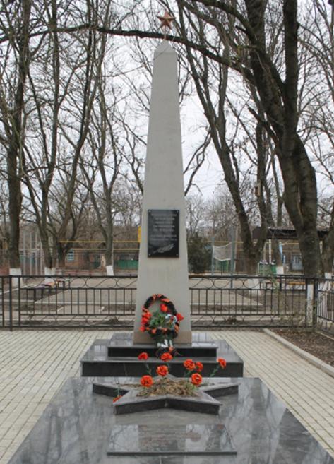 п. Михайловка Советского р-на. Братская могила советских воинов, погибших при освобождении села.
