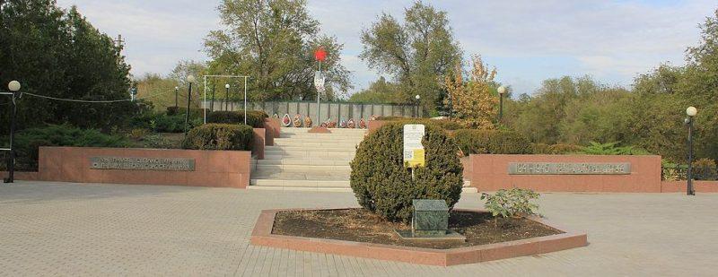 с. Сергеевское Грачёвского р-на. Мемориал, установленный на братской могиле советских воинов, погибших в годы войны.