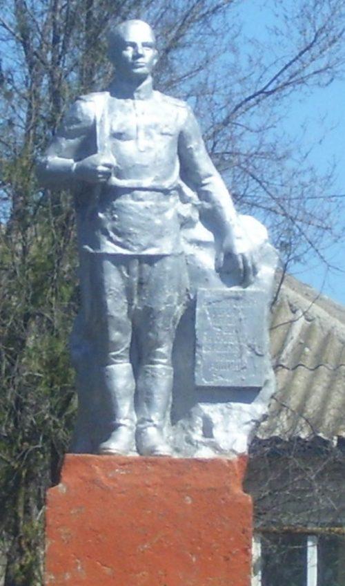 с. Сергеевское Грачёвского р-на. Памятник советским воинам, погибшим в годы войны.