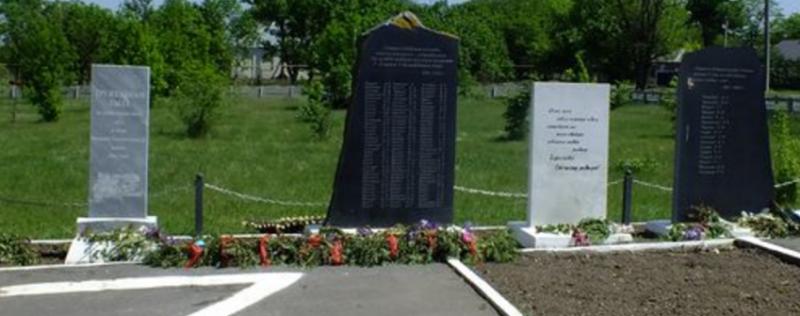 с. Долиновка Новоселицкого р-на. Братская могила советских воинов.