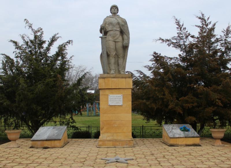с. Правокумское Советского р-на. Памятник воинам-односельчанам, погибшим в годы войны.