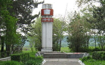 с. Веселое Кочубеевского р-на. Памятник землякам, погибшим в годы войны.