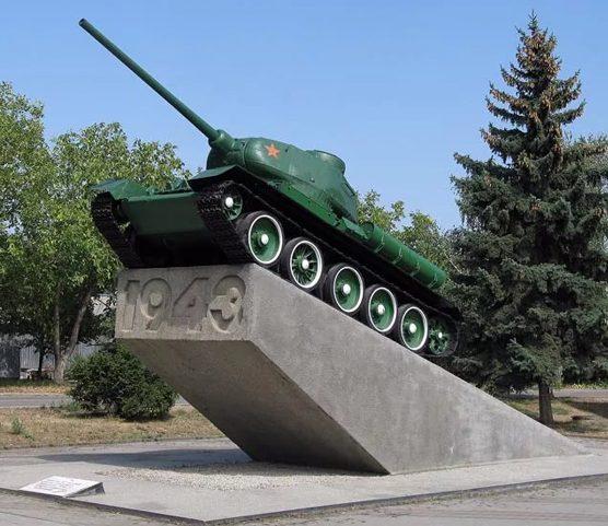 г. Минеральные Воды. Памятник танкистам 52-й танковой бригады, освободившим город, установленный в 1965 году.