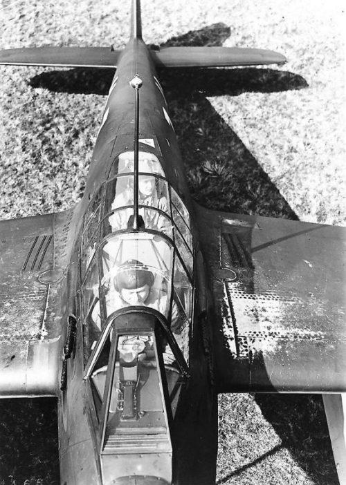 Экипаж в кабине двухмоторного истребителя Фокке-Вульф Fw.187A. 1940 г.