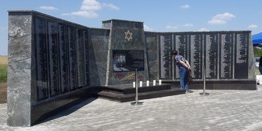 г. Минеральные Воды. Мемориал жертвам Холокоста, открытый в 2019 году.