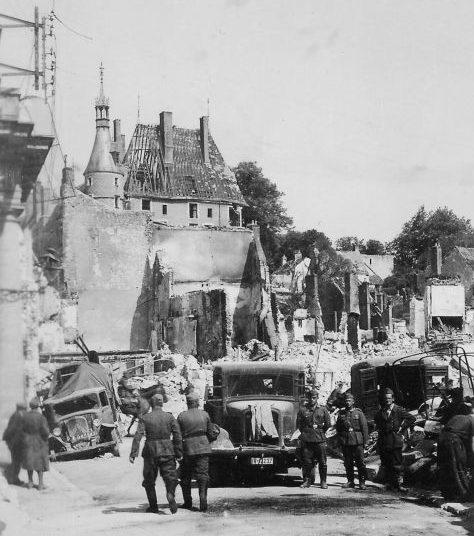 Грузовик «MAN E-3000» во французском городе Жьен. 1940 г.