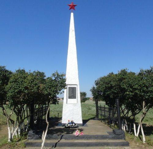 с. Богдановка Степновского р-на. Братская могила 420 советских воинов, погибших в годы войны.