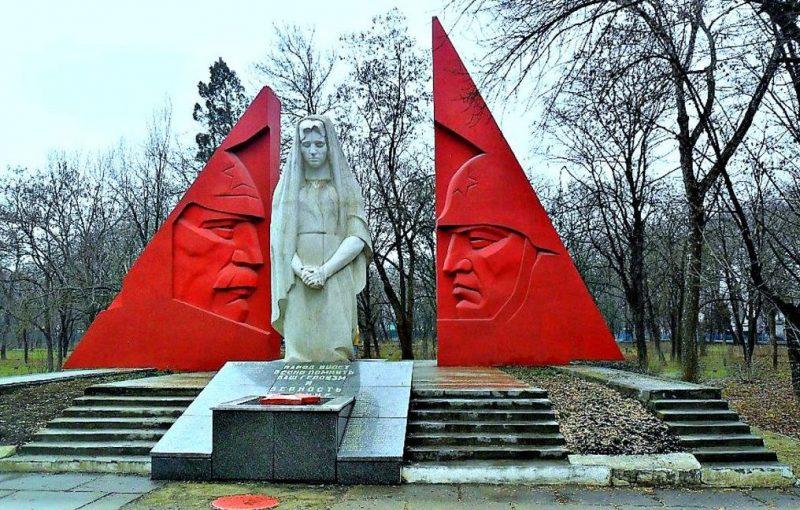 г. Минеральные Воды п.Анджиевский. Мемориал «Скорбящая мать».