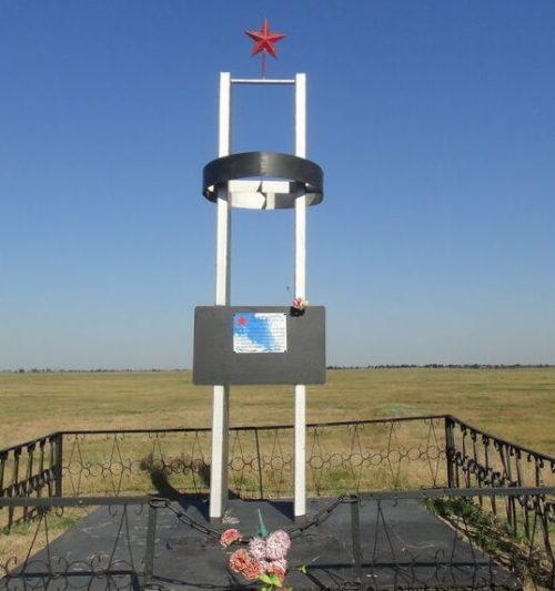 с. Богдановка (х. Нортон) Степновского р-на. Братская могила советских воинов.