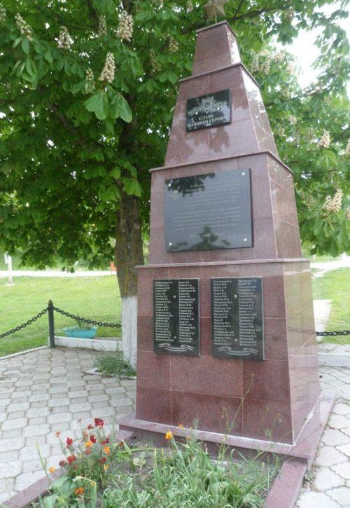 х. Борисовка Степновского р-на. Братская могила советских воинов.