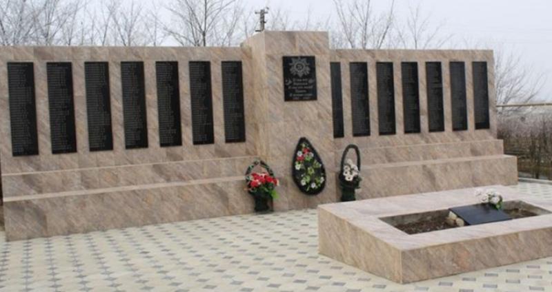 с. Варениковское Степновского р-на. Братская могила советских воинов.
