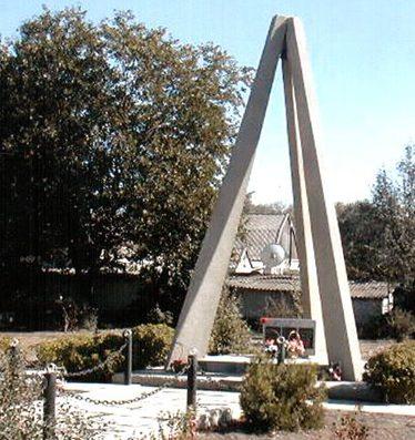 с. Зеленая Роща Степновского р-на. Мемориал Воинской Славы, посвящен жителям села, погибшим при защите Отечества.