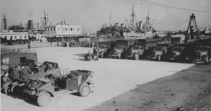 Грузовики «Opel Blitz» и легковые автомобили Африканского корпуса вермахта в порту Триполи. Февраль 1941 г.