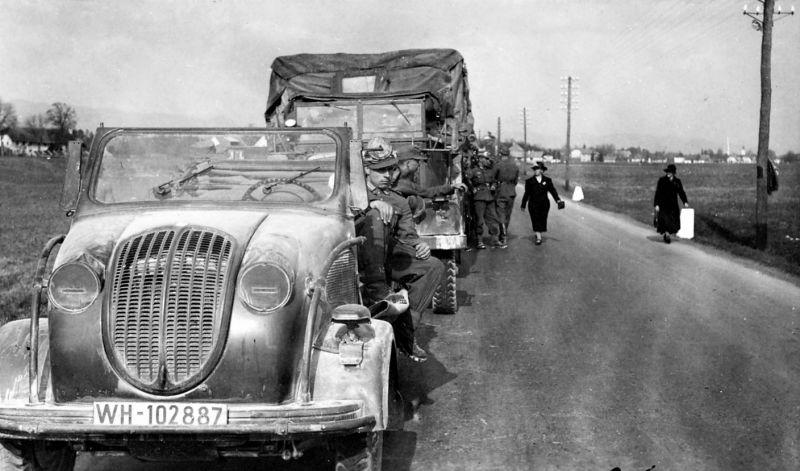 Автомобиль «Steyr-250» в районе городка Клагенфурт-ам-Вёртерзе, накануне вторжения в Югославию. Апрель 1941 г.
