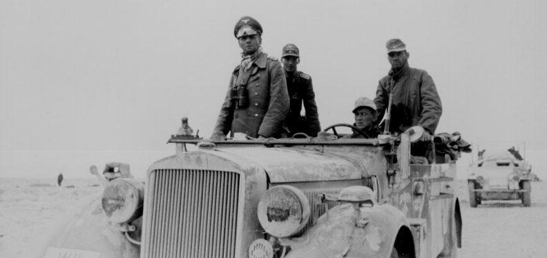 Генерал-лейтенант Эрвин Роммель в автомобиле «ittelschwerer geländegängiger PKW, Typ 40». Май 1941 г.