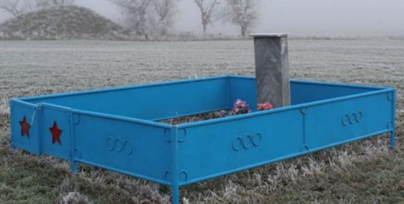 с. Ольгино Степновского р-на. Могила неизвестного солдата.