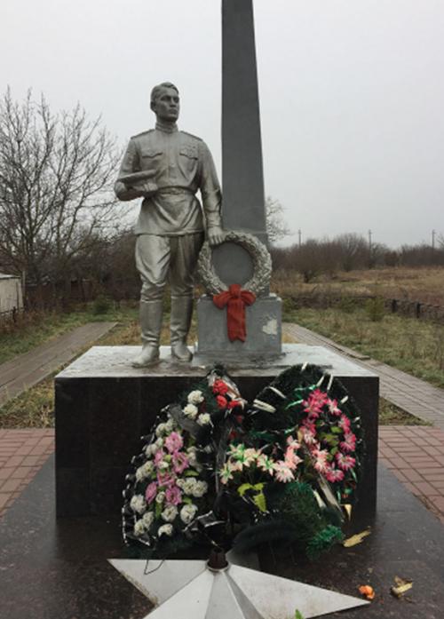 х. Утренняя Долина Минераловодского р-на. Братская могила, в которой похоронено 370 советских воинов, погибших в январе 1943 года при освобождении хутора.