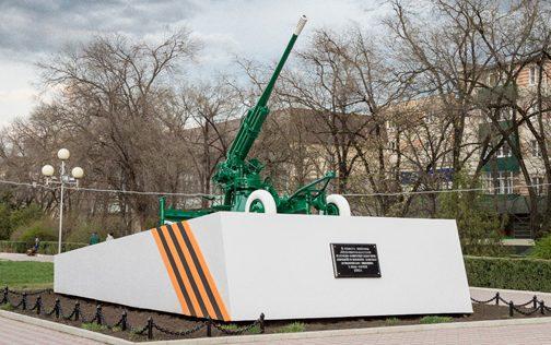 г. Невинномысск. Памятник-пушка, установленный в 1981 году в память обороны города от немецко-фашистских захватчиков.