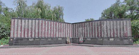 г. Невинномысск. Мемориальная стела «Книга Памяти», воздвигнутая в 2000 году в честь 55-летия Победы.