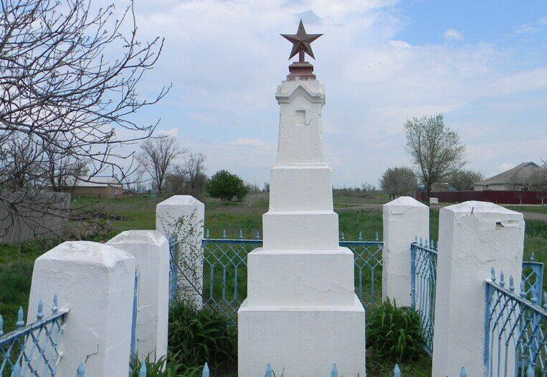 с. Безопасное Труновского р-на. Могила неизвестного воина, погибшего в 1943 году.