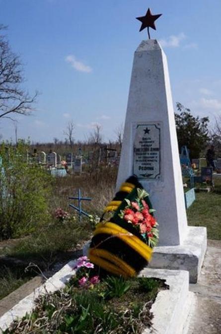 с. Безопасное Труновского р-на. Обелиск на могиле офицера, погибшего в годы войны.