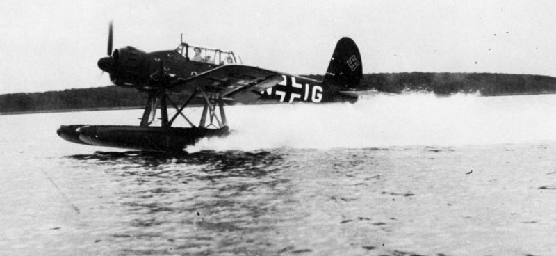 Взлет гидросамолета Арадо Ar.196A. 1941 г.