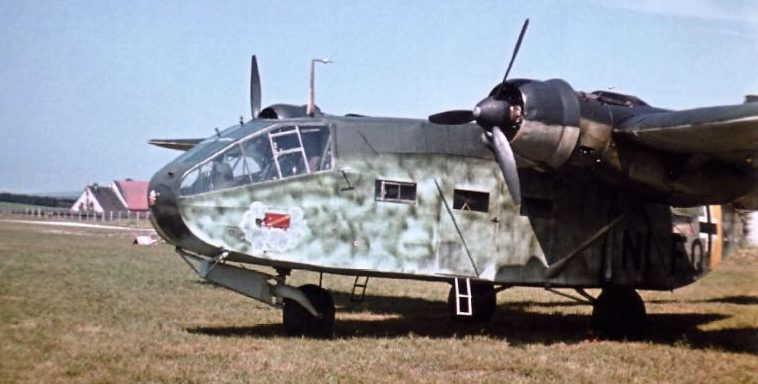 Транспортный самолет Гота Go-244 на аэродроме. 1941 г.