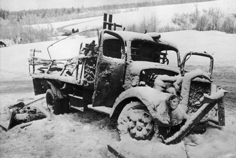 Разбитый грузовик «Мерседес-Бенц L-3000». Декабрь 1941 г.