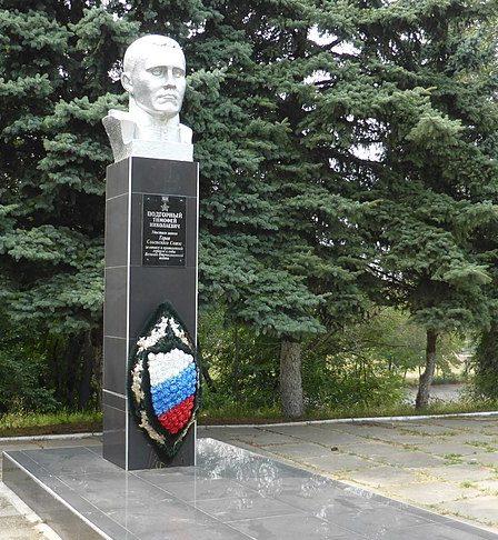 г. Невинномысск. Памятник Герою Советского Союза Т.Н.Подгорному.
