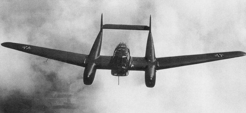 Самолет-разведчик Фокке-Вульф Fw.189A в полете на Восточном фронте. 1941 г.