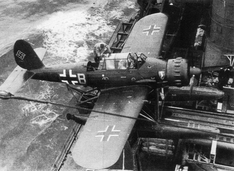 Гидросамолет Арадо Ar.196A-3 на катапульте корабля. 1941 г.