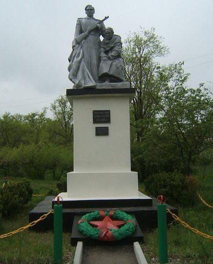 г. Светлоград. Памятник на могиле солдата П.Г.Дьячкова, расстрелянного фашистами.
