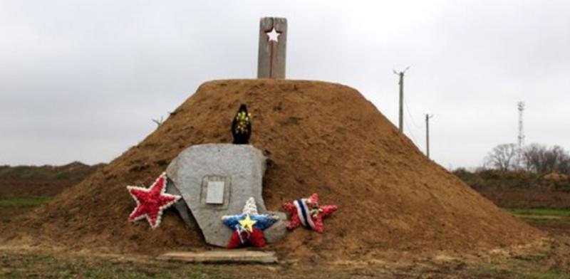 с. Ачикулак Нефтекумского р-на. Памятник «Казачье Поле», установленный на месте боев.
