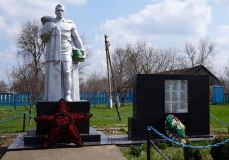 с. Новая Кугульта Труновского р-на. Памятник воинам-односельчанам, погибшим в годы войны.