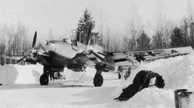 Истребитель Мессершмитт Bf.110E на аэродроме Дугино. Январь 1942 г.