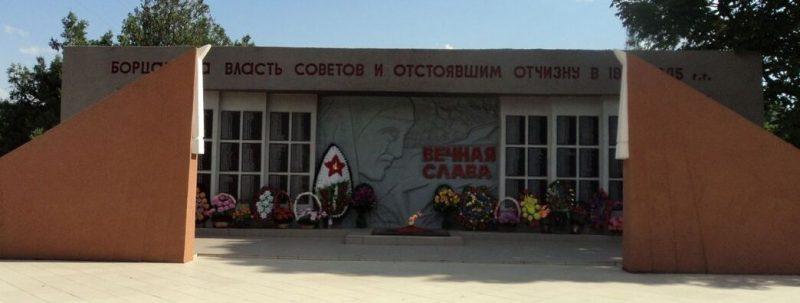 с. Сухая Буйвола, Петровского р-на. Памятник воинам-односельчанам, погибшим в годы войны.