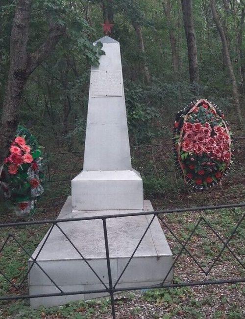 х. Воронов Предгорного р-на. Братская могила воинов, погибших в годы войны.