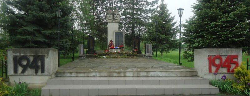 х. Смыков Изобильненского р-на. Памятник советским воинам и могила воина П.Зайцева, погибшего в 1942 году.