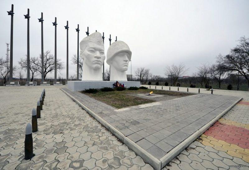 г. Нефтекумск. Памятник Вечной Славы, открытый в 1975 году.