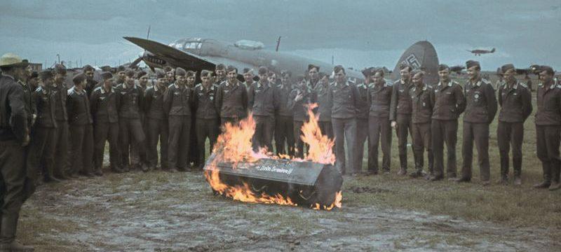 Церемония посвящения летчиков-новобранцев бомбардировщиков Хейнкель He-111 на аэродроме Тацинская. Октябрь 1942 г.