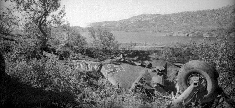 Остатки бомбардировщика Ю-88, сбитого над Кольским полуостровом. 1942 г.