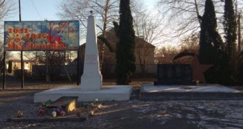 п. Пятигорский Предгорного р-на. Обелиск на могиле офицера Красной Армии Ахмеда Али Оглы Ахмедова.