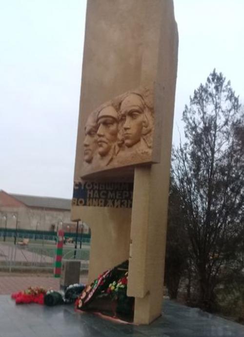 с. Летняя Ставка Туркменского р-на. Мемориал погибшим в годы войны.